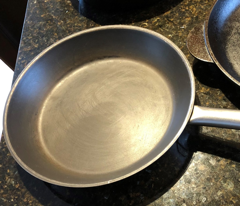 Non stick pans are great for cooking foods with breaded coatings and for foods with acidic ingredients.
